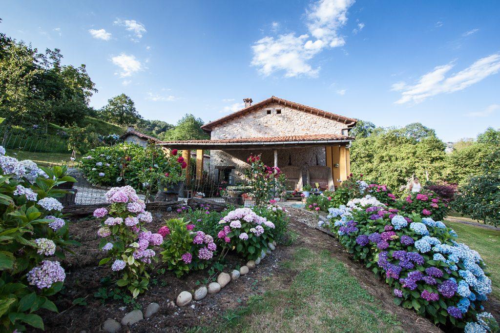 casa-rural-caserio-san-pedro-corredor-porche-exterior-5