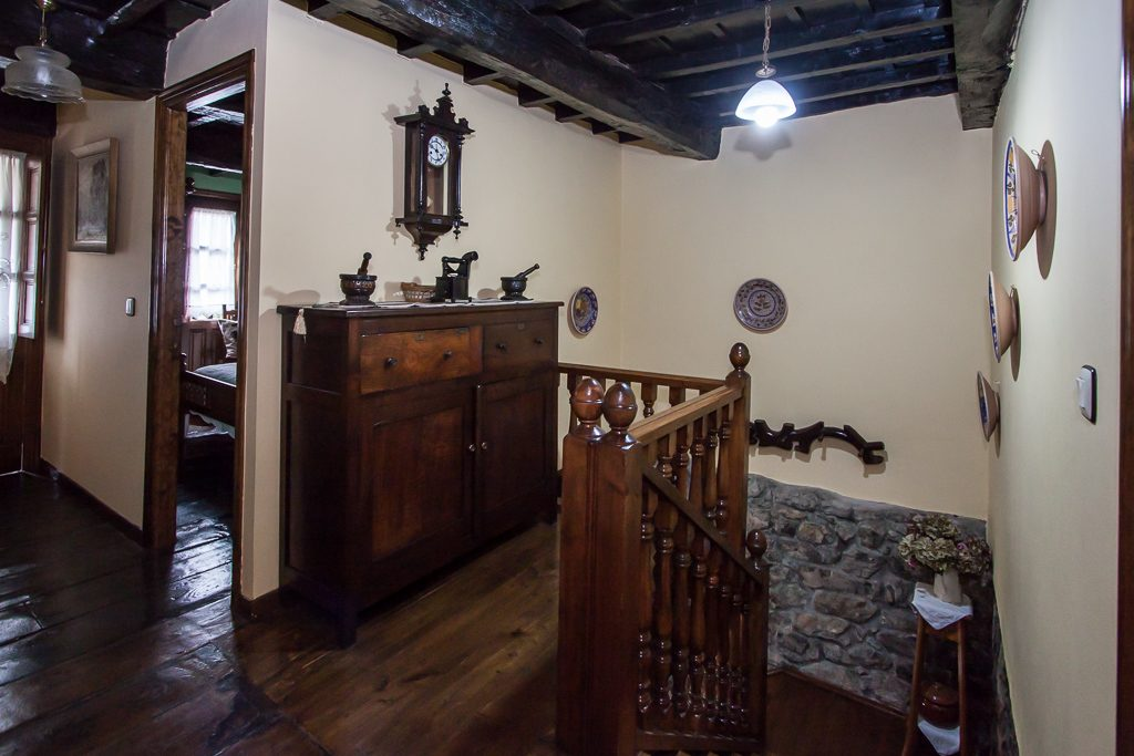 DIstribuidor y escaleras planta superior