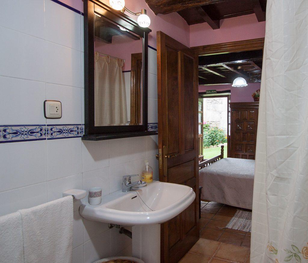 Habitación A - matrimonial con baño y salida a jardín