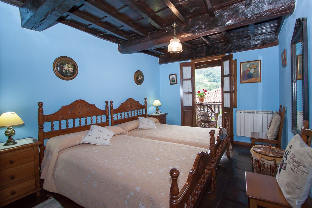 Habitación C - dos camas con salida a corredor