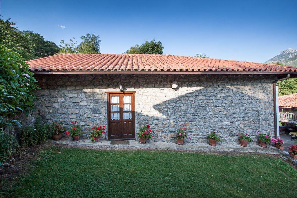 casa-rural-caserio-san-pedro-i-desde-capilla-1