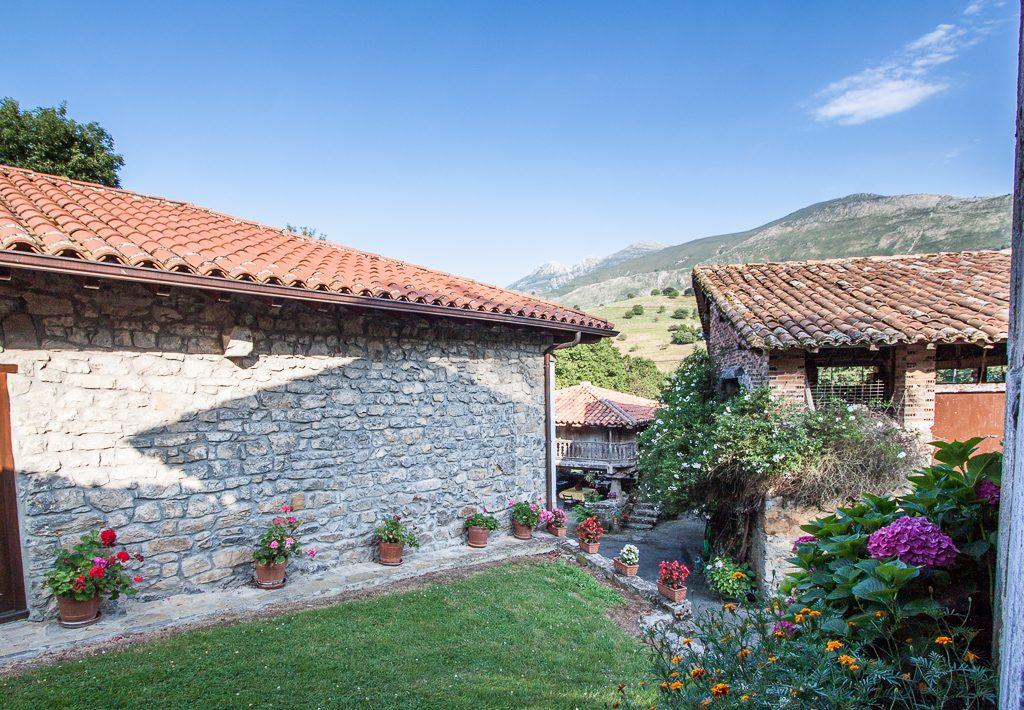 casa-rural-caserio-san-pedro-i-desde-capilla-1-2
