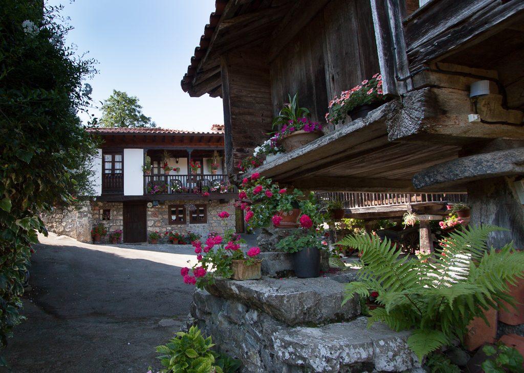 casa-rural-caserio-san-pedro-i-desde-horreo-1-3