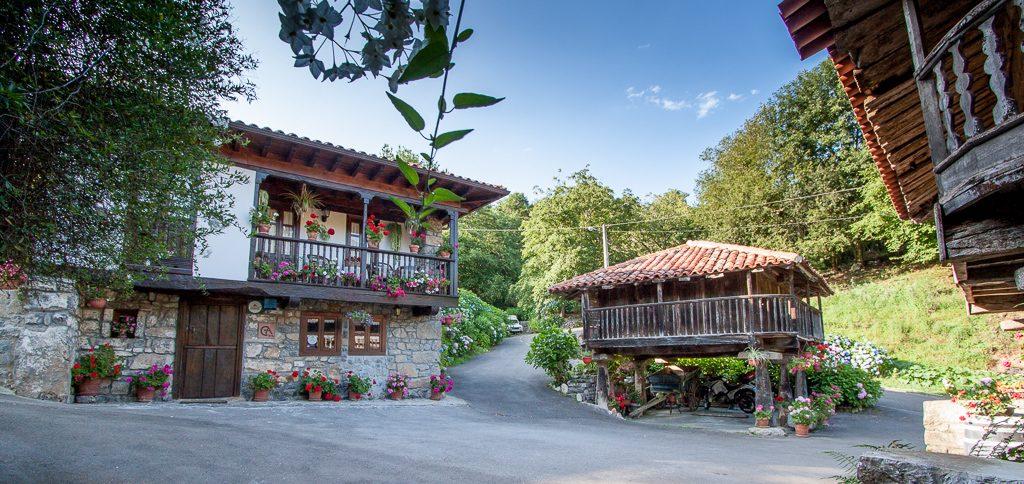 casa-rural-caserio-san-pedro-i-y-horreos-1